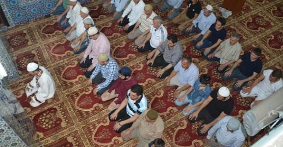 Camilerde 12 Haziran'dan sonra maske takmak şartıyla cemaatle namaz kılınabilecek