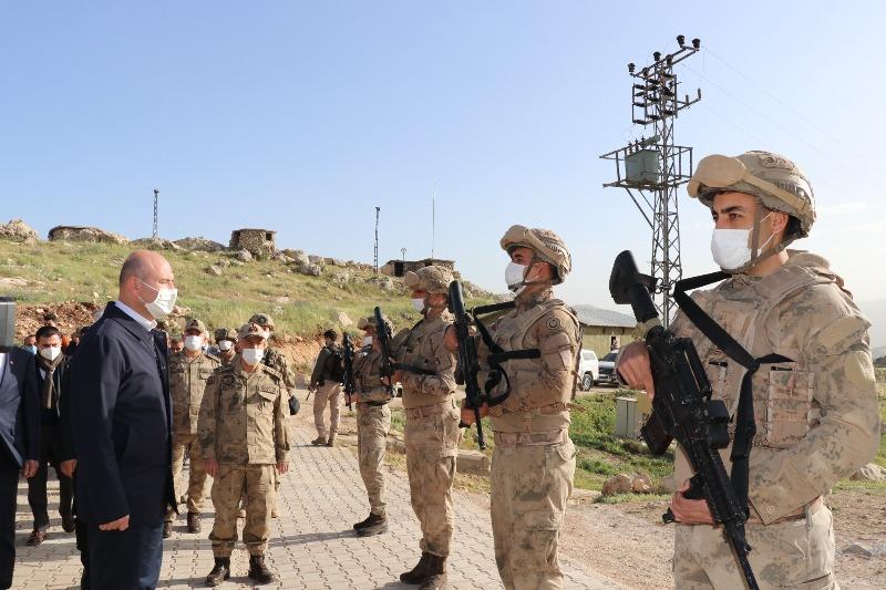 İçişleri Bakanı Soylu, Eruh/Akrep Üs Bölgesinde Askerlerle Bayramlaştı