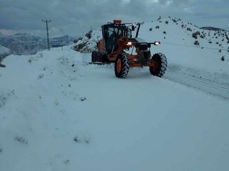 Kardan kapanan grup köy yolları ulaşıma açıldı