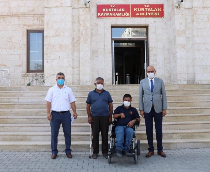 Kaymakam Aydın engelli vatandaşa akülü tekerlekli sandalye hediye etti