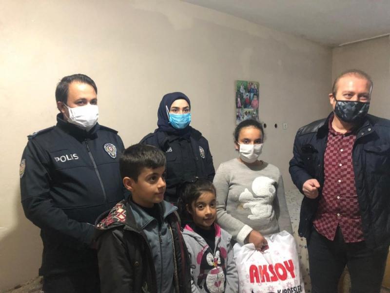Kurtalan'da Evden çıkamayan çocuğa polisten doğum günü sürprizi