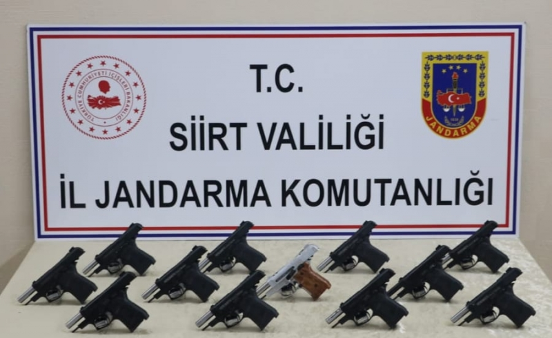 Kurtalan'da Silah kaçakçılarına darbe; 12 Ruhsatsız Tabanca Yakalandı