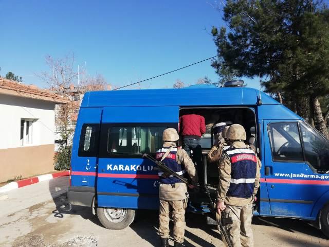 Kurtalan'da Terör Örgütü Propagandası yapan (2) şüpheli gözaltına alındı.