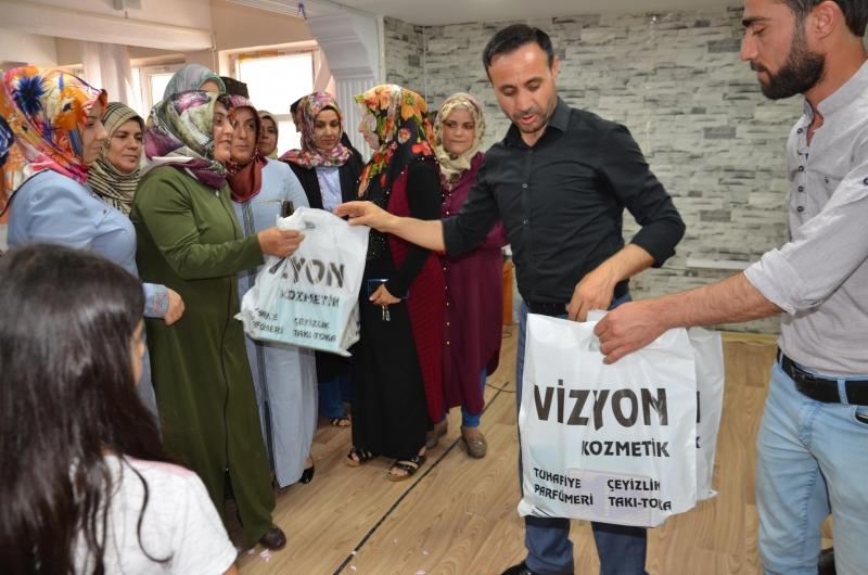 Kurtalan'da velilere Kur'an-ı Kerim seti hediye edildi