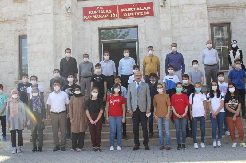 LGS'de Başarı Gösteren Öğrenciler,  Kaymakam/Başkan V. Aydın'ı  Ziyaret Etti