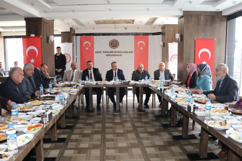 Siirt Valisi Atik, sivil toplum kuruluşlarının temsilcilerini dinledi