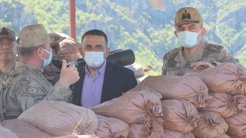 Siirt Valisi Hacıbektaşoğlu'ndan askerlere moral ziyareti