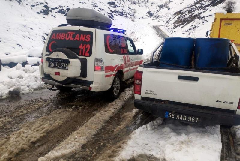 Siirt'te 18 Köy Ve 4 Mezranın  Yolu Kardan Dolayı Ulaşıma Kapandı
