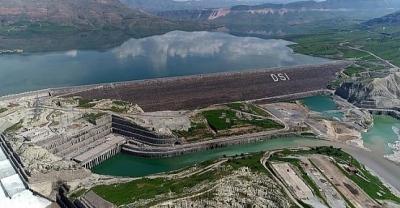 Ilısu Prof. Dr. Veysel Eroğlu Baraj Gölü'ne Su Seviyesi Düştü.