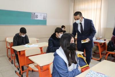 Vali Hacıbektaşoğlu, Öğrencilerin Heyecanına Ortak Oldu